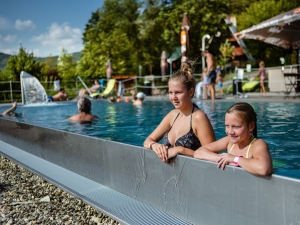 Hotel Vega - venkovní bazén, pohled na infinity hranu