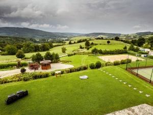 Hotel Vega - výhled na okrasné zahrady sloužící k odpočinku