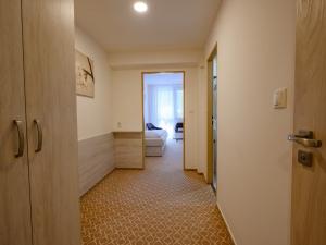 Hotel Vega - Rodinný pokoj - chodba