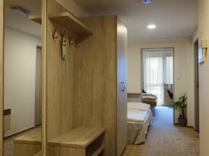 Hotel Vega - Rodinný pokoj - chodba se čtvrtou přistýlkou