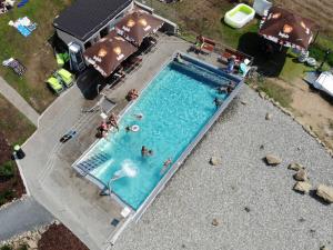 Hotel Vega - venkovní bazén z ptačí perspektivy